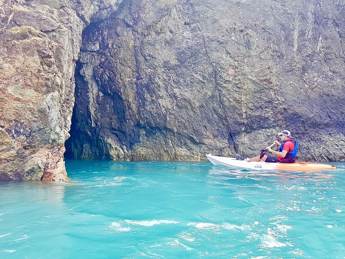 Kayaking the sea caves at Pepin Islands, Cable Bay, Nelson